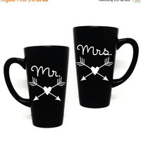ON SALE - Mr and Mrs Coffee Mug Set with arrow and hearts - Couples Gift, Newlyweds, Gift for Friend, Thank you, Arrow Coffee Mug