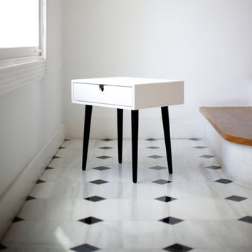 White nightstand Table / Bedside Table Style Mid-Century Modern Retro Scandinavian 1 or 2 drawers