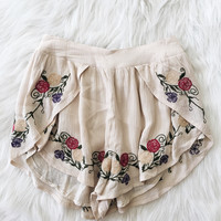 Floral Embroidered Shorts (Beige)