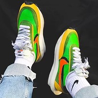 Sacai X Nike LVD WAFFLE joint deconstruction hit color running shoes Fluorescent green