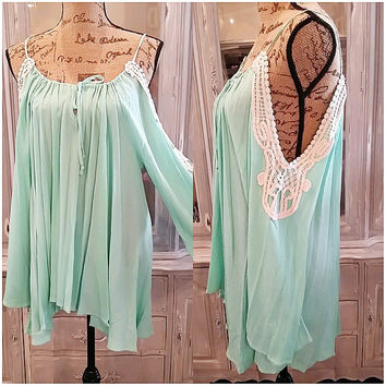 FREE TO WANDER OFF THE SHOULDER DRESS IN MINT