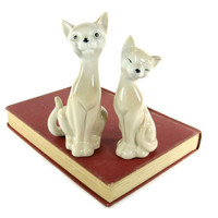 Mid Century Cat Figurines / White and Cream Ceramic Cats / OMC Japan / Made in Japan