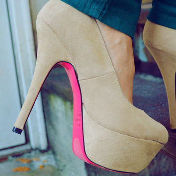 Just A Pop Of Pink Heels: Nude | Hope's