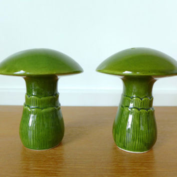Large ceramic green mushroom salt and pepper shakers in great condition, set of two