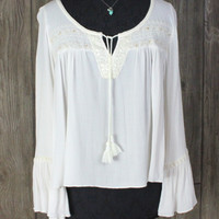 Adorable American Eagle Outfitters L size Top Ivory Embroidered Hippy Boho Crinkle Shirt