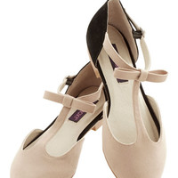 ModCloth Colorblocking Bow Your Socks Off Flat in Beige