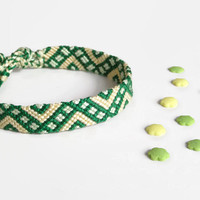 "green and pale yellow friendship bracelet, unisex macrame adult wristlet, hippie bracelet ""sectioned zig zag"", 17 cm (6,7 inches)"