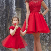 Simple Red Lace Scoop Neck Short Cocktail Dresses Sexy A Line Short Sleeves Graduation Party Above Knee Homecoming Dress Vestido