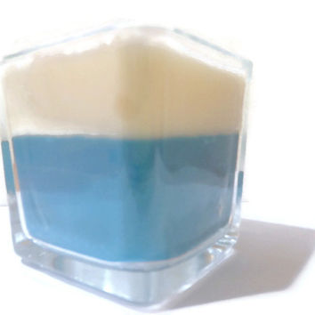 "Two toned soy jar candle in fresh clean ""summer breeze"" scent"