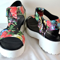 Breckelles Red T Strap Floral Print Sandals Faux Leather