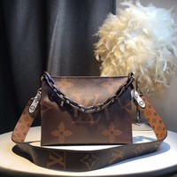 Kuyou Gb59717 Lv Louis Vuitton Big Chain Leather Brown Inclined Shoulder Bag 25*20*5