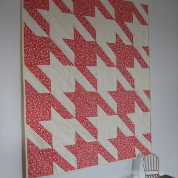 Quilted Wall Hanging, Small Baby Quilt, Pink and White Houndstooth Quilt