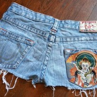 True Religion Womens Bobby Cut Off Embroidered  Booty Shorts Size 26 dESTRUCTED