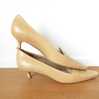Tan leather Isaac Mizrahi kitten heels in excellent condition, size 10M
