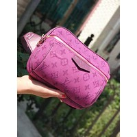 Louis vuitton sells men's and women's Fanny packs in fashionable printed slant bags