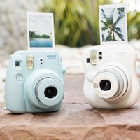 Instant Camera! Makes credit card-sized photos that develop instantly!
