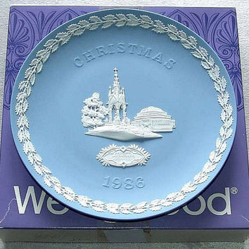 "vintage Wedgwood Blue Jasper Ware 1986 Christmas 8 1/4"" diameter Plate with white bas relief of Albert Memorial in Original Box (ref: 3196)"