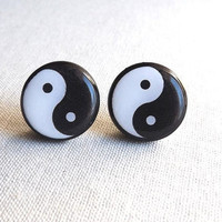 Ying Yang earrings- Black and white earrings- Yin Yan earring stud post-Yoga- Tiny earrings- Yin Yang jewelry