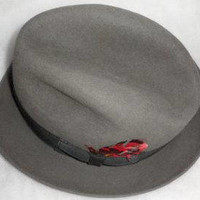 Vintage 1960s Gray Fur Felt Fedora/ Red Feather Adornment /BILTMORE Fedora/ Made in Canada/Gross Grain Ribbon Band/Chapeau Pour Homme
