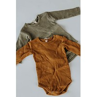 Quincy Mae: Organic Ribbed Long Sleeve Onesuit (Ocra)