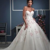 [188.99] Gorgeous Tulle Sweetheart Neckline Ball Gown Wedding Dresses with Beaded Lace Appliques - Dressilyme.com