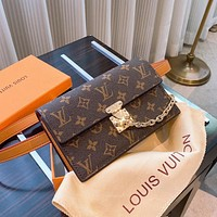 Hipgirls Louis Vuitton LV new classic printed letter men and women diagonal bag waist bag