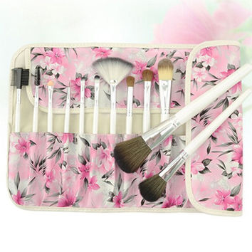 Cosmetic 18 Pcs White Wool Makeup Brushes Set with Floral Brush Bag
