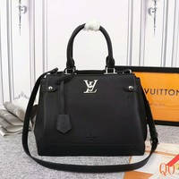HCXX 19Aug 031 b M53647 Louis Vuitton LV Lockme Day Fashion Tote Bag Hight-capacity Handbag Size 31-24-16cm Black