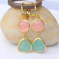 Green Aventurine Stone Teardrop and Coral Pink Cicle Dangle Earrings in Gold. Fall Fashion.. Bridesmaid Jewelry.. Gold Dangle Earrings.