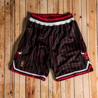 Beauty Ticks Mitchell & Ness - 1996-97 Authentic Shorts Chicago Bulls Black/red/white