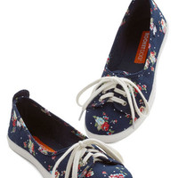 ModCloth Darling Walk of the Town Flat in Floral