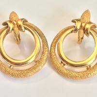 Vintage 1960s TRIFARI Signed Clip On Earrings / Art Deco Brushed Gold Tone Hoops / Hallmarked Trifari Antique Jewelry / Double Ring Earrings