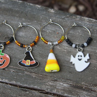 Halloween Wine Glass Charms, Halloween Decorations, Wine Charms, Halloween Charms, Halloween Party, Halloween Decor, Drink Tag, Hostess Gift