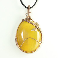 Honey Bee Pendant, Dragon Vein Agate, Bronze Wire Jewelry, Wire Wrapped, Yellow Agate Necklace, Honeycomb Pendant, Apiarist Jewelry, Nature