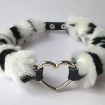 Pale Grunge Heart Choker, Fluffy Black and White Heart Collar, Furry Zebra Print Faux Fur Necklace, Punk, Soft Grunge, Black PU Leather