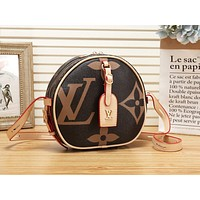 LV Louis Vuitton New casual versatile printed shoulder Messenger bag small round bag