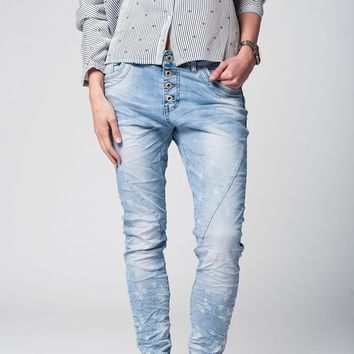 Denim boyfriend jeans with butterfly print and button closure