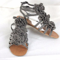 Mix No 6 Gray Floral Canvas Sandals 9.5 size Womens Flats Vacation Summer