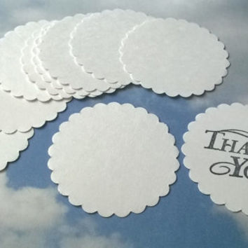large white scallop circle Gift Tags with without string hanging round thank you set of 10  blank note memo greeting card cupcake topper