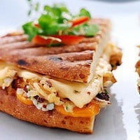 Yum / 30 different ways to make a grilled cheese...awesome