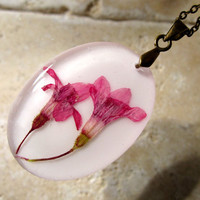 Pressed Flower Necklace, plant jewelry, flower jewellery,currant flower, glass pendant
