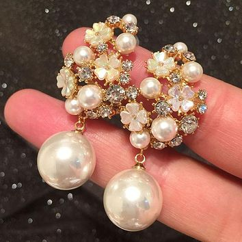 Flower earrings quality personality exaggerated hollow pearl silver needle earrings Stockings Shoes Dress Bikini bag