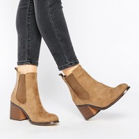 London Rebel | London Rebel – Chelsea-Stiefel mit Blockabsatz bei ASOS