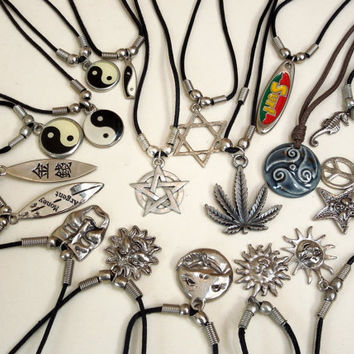 Deadstock Boho Grunge Necklace Yin Yang Sun Moon Star surfboard Pentagram Weed leaf Celtic Reggae Tattoo Tattoo Charm Choker Pendant Moon