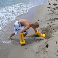 "Handtrux XL Backhoe ""The Amazing Handraulic Power Grip"" Sand Toy (1 Handtrux Per Order)"
