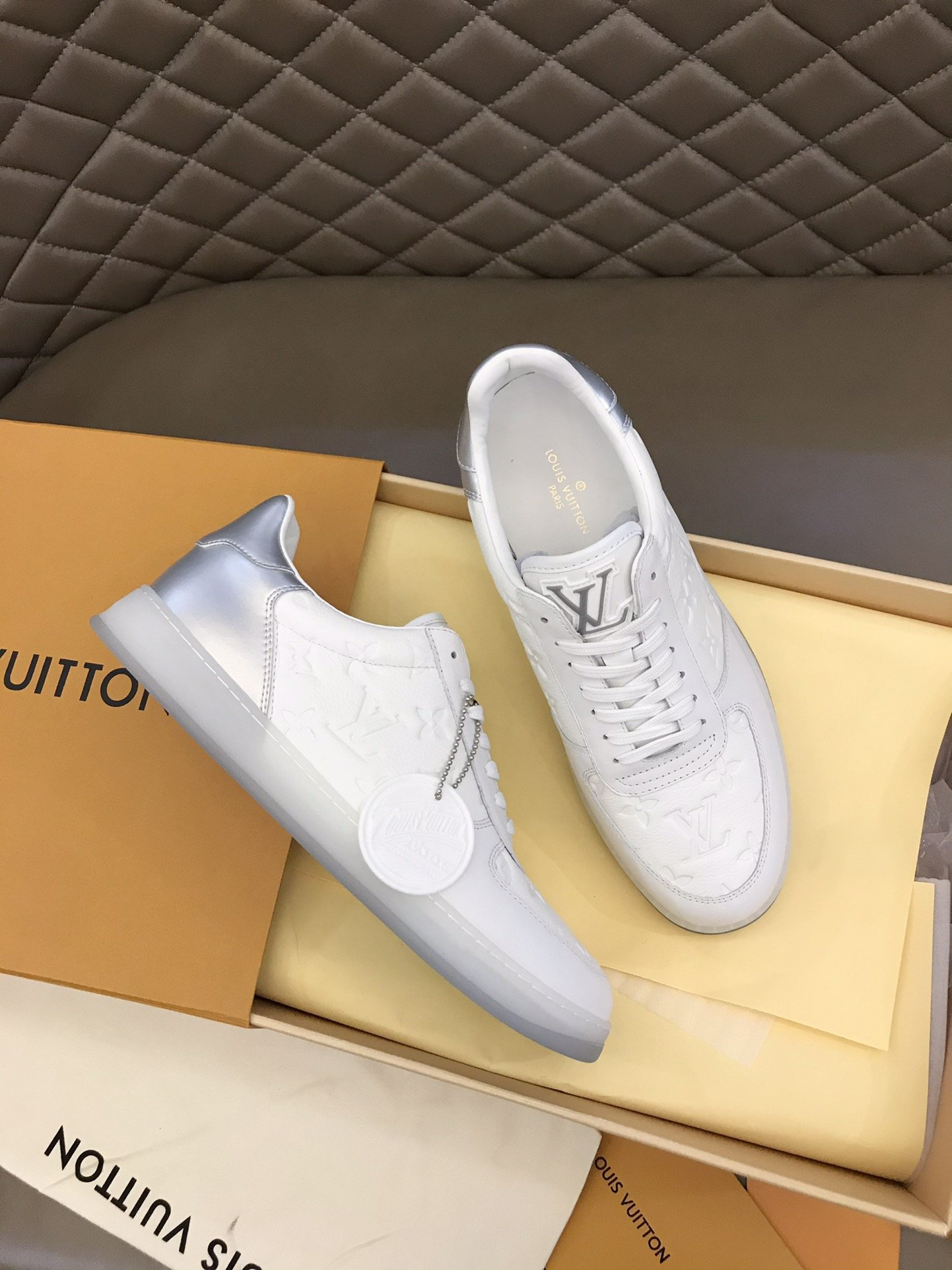 Image of LV Louis Vuitton  Men Fashion Boots fashionable Casual leather Breathable Sneakers Running Shoes0523em