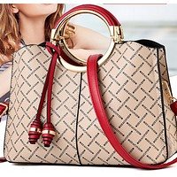 The new hot-selling fashion portable trendy one-shoulder diagonal bag