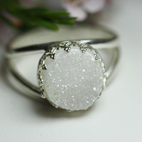 Round 925 sterling silver ring with white druzy quartz, Vintage ring, Cocktail ring, Bridesmaid gift