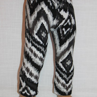 18 inch doll clothes, black, white and grey abstract print leggings,maplelea, 18 inch doll leggings