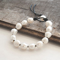 Baroque pearl bracelet  - leather and pearls - everyday jewelry - white pearls